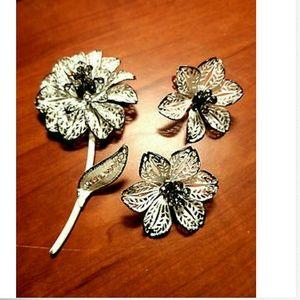 VINTAGE Floral Broach Pin & Earrings set White Blk